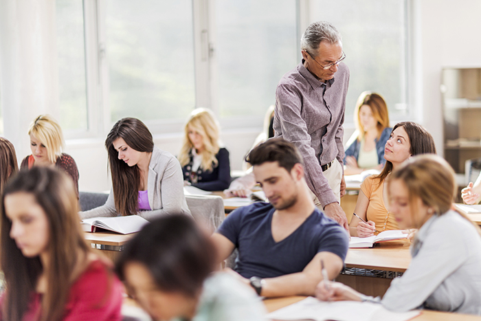 salle de cours + prof.jpg