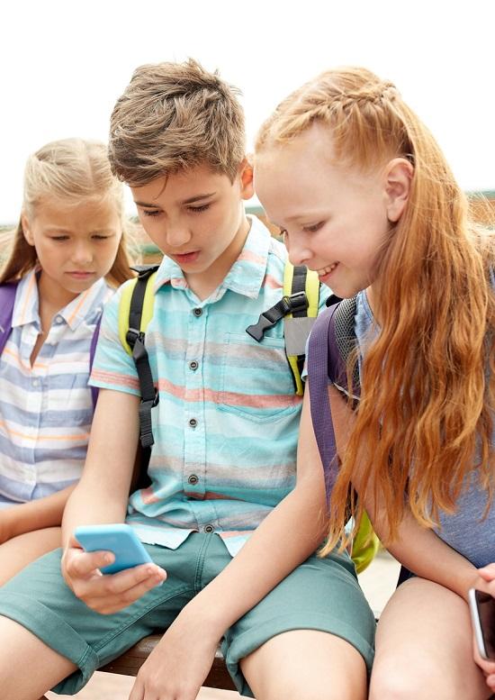 stockfresh-7845864-elementary-school-students-with-smartphones-sizem_1510677982590-jpg.jpg